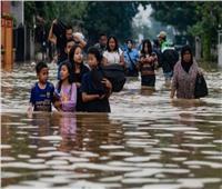 مصرع 75 شخصا جراء الفيضانات في إندونيسيا| فيديو