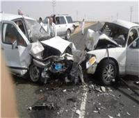 إصابة 4 أشخاص في حادث تصادم سيارتين بالطريق الأوسط بالبدرشين