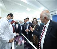 وزيرالتعليم العالي يفتتح العيادات الخارجية لكلية طب الأسنان بجامعة حورس