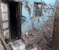 مصرع وإصابة شخصين إثر انهيار حائط منزل بأسوان | صور