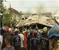 شاهد| لحظة انتشال جثث الضحايا والبحث عن المصابين في تايلاند