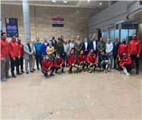 وزير الرياضة يهنئ المنتخب الوطني للمصارعة بمطار القاهرة