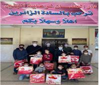 «الداخلية» تواصل تقديم الهدايا للأطفال احتفالا بيوم اليتيم  صور