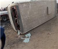 إصابة 22 عامل في تصادم سيارة نقل وميني باص في السويس