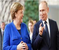 بوتين يبحث هاتفيًا مع ميركل التصعيد الحالي في «دونباس»