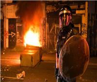 بالفيديو| تجدد الاشتباكات بين المتظاهرين والشرطة في أيرلندا الشمالية