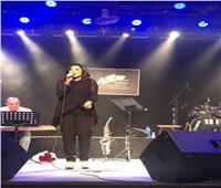 أمنية حسن ترفع شعار كامل العدد في حفلها بساقية الصاوي