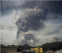 الرماد يغطي جزيرة شرق الكاريبي بعد ثوران بركان| فيديو