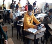 طلاب الإعدادية يبدأون أول أيام الامتحان التكميلي