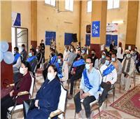 محافظ الفيوم يُسلّم مشروعات «رزق حلال» للأسر الأولى بالرعاية