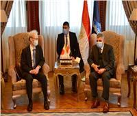 سفير اليابان يلتقي رئيس هيئة قناة السويس ويشيد بجهود مصر لتعويم السفينة