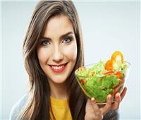 أطعمة تعزز الكولاجين في البشرة وتحمي من أشعة الشمس