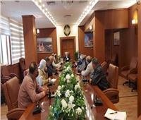 محافظ بورسعيد يتابع سير العمل في إنشاء محطتين وقود بمنفذ النصر