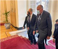 وزير الخارجية يستقبل نظيره الروسي لافروف بقصر التحرير