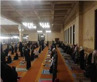 التزام النساء بإجراءات التباعد الاجتماعي في صلاة التراويح بمسجد«الشربتلي»