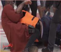 «الخناقة كاملة»..أحمد سعد  يتعدى على رامز جلال بالضرب .. فيديو