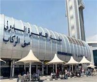 «لفهم على وسطه».. ضبط راكب حاول تهريب 160 سماعة أذن تعويضية بمطار القاهرة