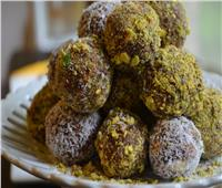 حلويات رمضانية | كرات «التمر» بالفستق
