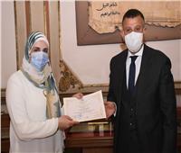 تكريم مدرس بحاسبات عين شمس لحصولها على جائزة عربية في الذكاء الاصطناعي