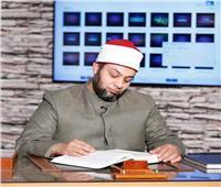 هل القراءة من المصحف أو الهاتف تفسد الصلاة؟.. «المذاهب الأربعة» تجيب