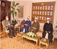 محافظ أسيوط يتابع مع وكيل «الأوقاف» الإجراءات الاحترازية بالمساجد