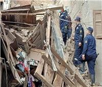 ارتفاع ضحايا انهيارعقار ميت غمر لـ3 وفيات وإنقاذ طفلين من تحت الأنقاض