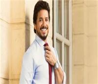 مصطفى حجاج يحيى حفلا بأغنية «كله شمال»