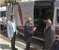 محافظ الجيزة يتسلم سيارتين مركز تكنولوجي متنقل لخدمة المواطنين| صور