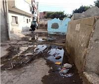 مقابر قرية «كفر الحصر» بالشرقية غارقة بمياه الصرف الصحي | صور