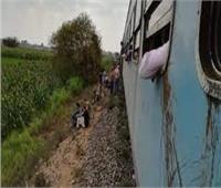 إصابة شاب سقط من قطار في قنا