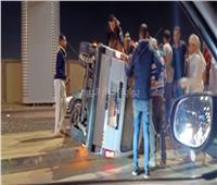 إصابة 3 أشخاص في إنقلاب سيارة «مكيروباص» بمحور المشير طنطاوي.. صور