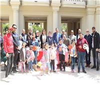 متحف المجوهرات الملكية يحتفل بيوم اليتيم بالإسكندرية