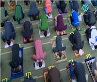 «بسجادة وكمامة وتباعد»..صلاة التراويح تعيد أنوار رمضان إلى المساجد  |  فيديو