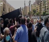 لحظة تشييع جثمان أرملة الفنان «خالد صالح» من مسجد عمرو بن العاص | فيديو