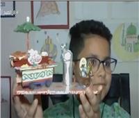 «طوني» طفل يبدع في تشكيل ديكورات شهر رمضان