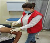 استمرار تلقي جرعات كورونا للأطقم الطبية والمواطنين بمركز اللقاح بالغردقة
