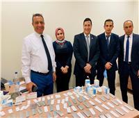 جمارك مطار القاهرة تضبط تهريب أقراص مخدرة وأسلحة بيضاء