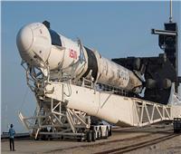نقل صاروخ «فالكون 9» إلى منصة الإطلاق في فلوريدا