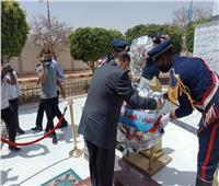 محافظ أسيوط يضع إكليل الزهور على النصب التذكاري لشهداء قرية بني عديات