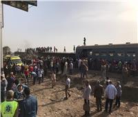 بدء أعمال رفع قطار طوخ عن القضبان| صور