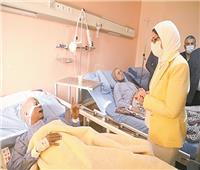 وزيرة الصحة تطمئن على حالة مصابي حادث قطار طوخ بمستشفى بنها