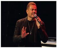 عمرو دياب: «فضلت أقول فاكرني يا حب لحد ما الدنيا باظت» | فيديو
