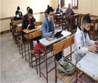 طلاب الصفين الثانوي يواصلون الامتحانات التكميلية في 6 مواد بالمنيا
