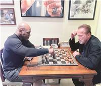 لقاء العمالقة.. «أرنولد شوارزنيجر» و«مايك تايسون»
