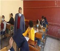 مصادر: الانتهاء من وضع اسئلة الامتحان المجمع لطلاب صفوف النقل