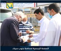 محافظ جنوب سيناء يلبي مطالب عددًا من المواطنين على قارعة الطريق