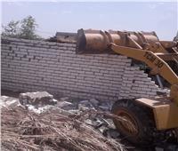 حفاظا على الرقعة الزراعيةإزالة 4 حالات تعد بالبناء على الأراضي الزراعية بمركز سمالوط بالمنيا