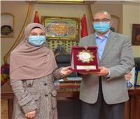 تكريم طالبة ببورسعيد حصلت على المركز الثاني فى مسابقة «القرآن الكريم»