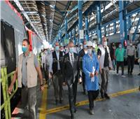 وزير النقل من ورش الصيانة: عدم خروج أي قطار إلا بعد التأكد من حالته الفنية