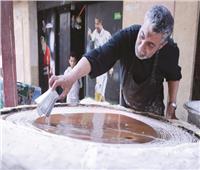 «عم حمدي».. شاهد على صمود الكنافة اليدوية